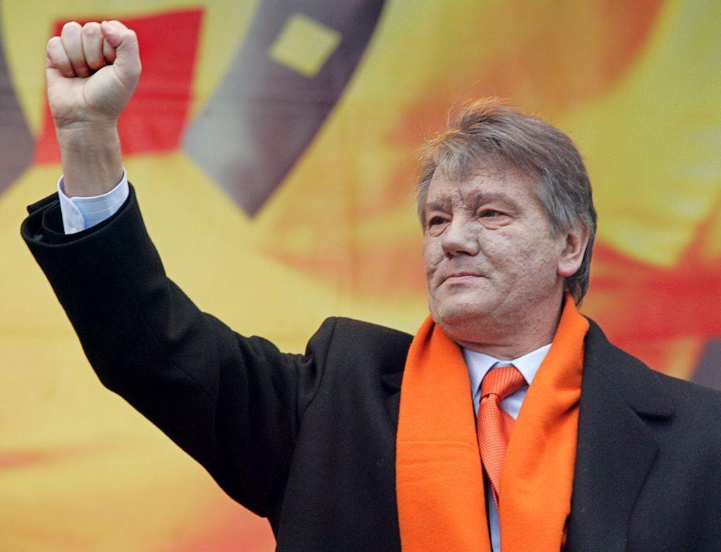 Viktor Yushchenko pictured during Ukraine's 2004 Orange Revolution. (REUTERS/Gleb Garanich)