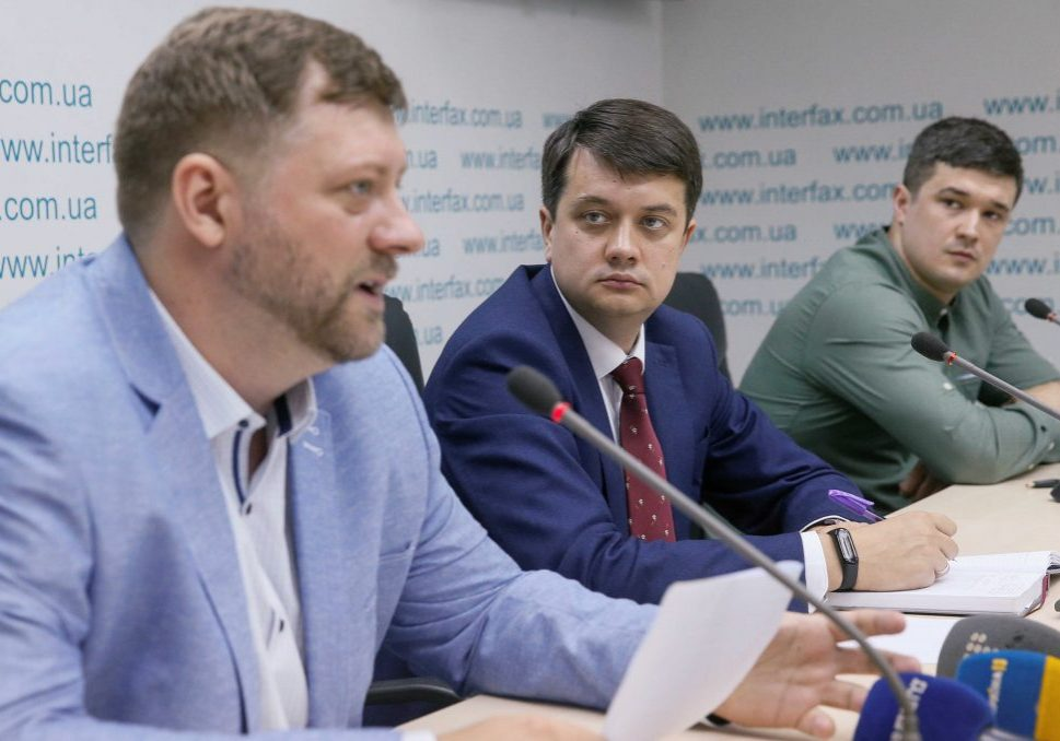 Dmytro Razumkov (C), Oleksandr Korniyenko (L) and Mykhailo Fedorov, leaders of Ukrainian President Volodymyr Zelenskyy's political party Servant of the People, attend a news conference in Kyiv, Ukraine May 27, 2019. REUTERS/Valentyn Ogirenko