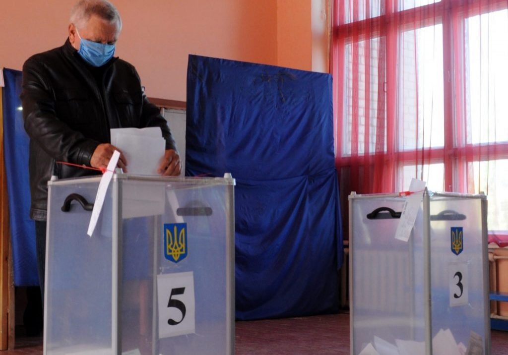 Ukrainians will vote in the second round of mayoral elections across the country on November 22. (Valentin Sprinchak/TASS